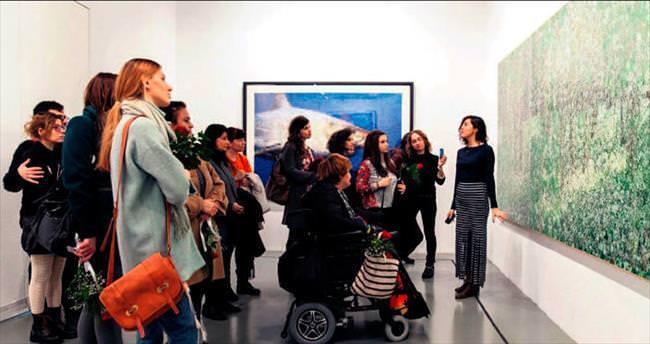 Kadınlara ücretsiz film gösterimi ve sanat turu