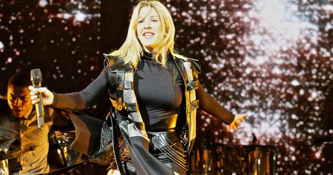 Ellie Goulding teselliyi fanlarda buldu