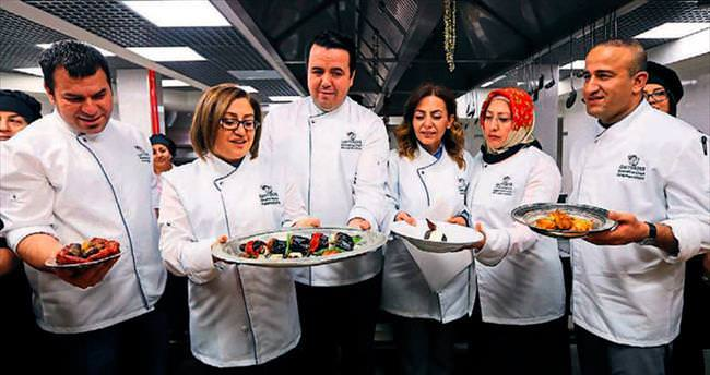 Şefler Gaziantep mutfağını öğretiyor