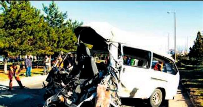 Kazan'da minibüs devrildi, 2 kişi öldü