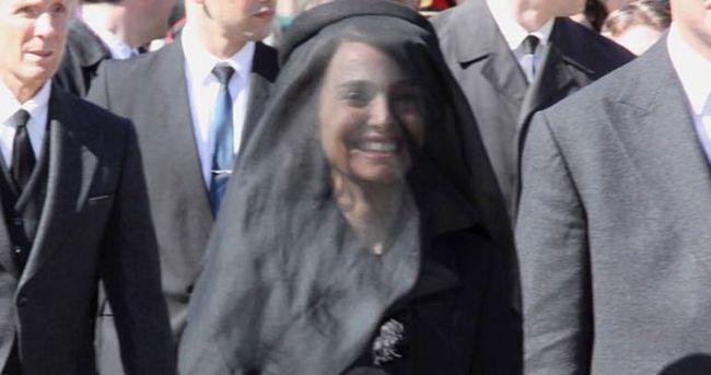 Cenaze sahnesinde gülme krizine girdi