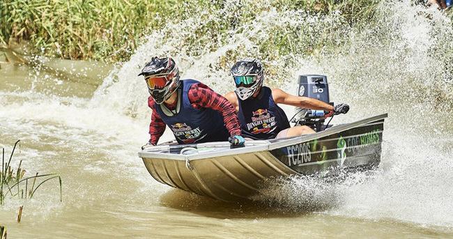 Nehirde adrenalin dolu mücadele