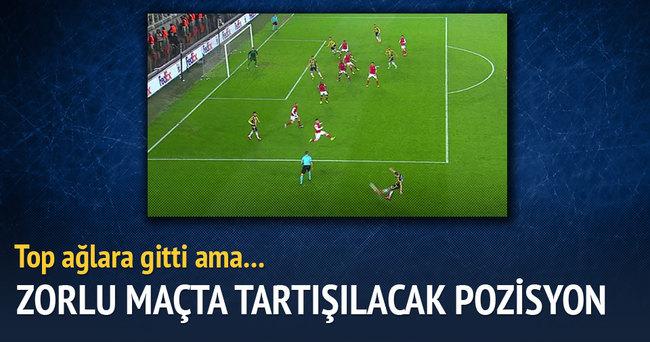 Fenerbahçelileri çıldırtan pozisyon!