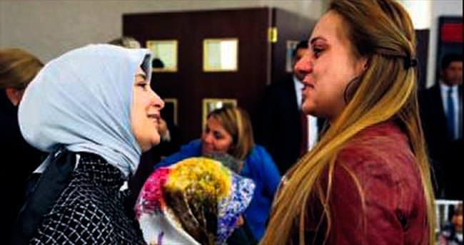 Sare Davutoğlu gözyaşlarını tutamadı