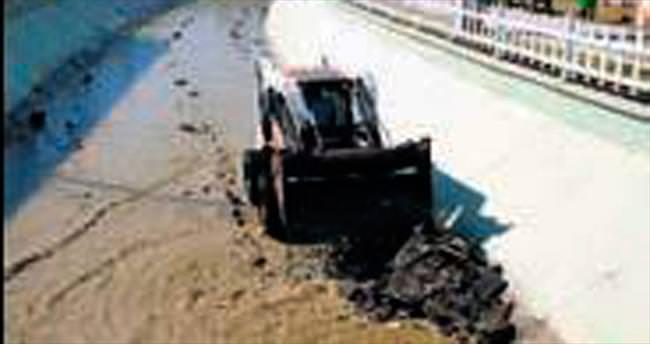 Su kanalları temizleniyor