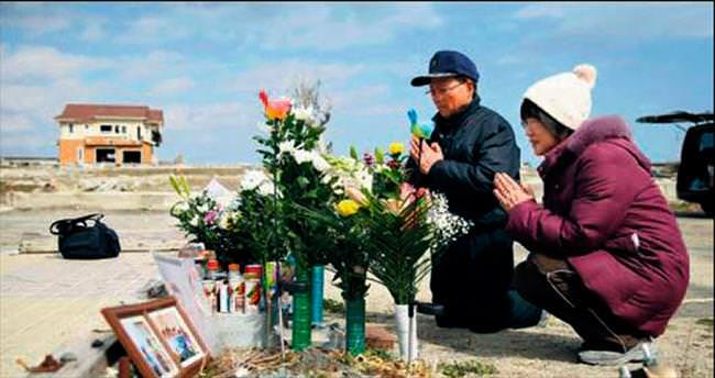 Tsunami kurbanları için anma törenleri