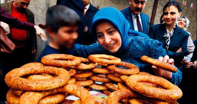 Sare Davutoğlu Sur'u ziyaret etti
