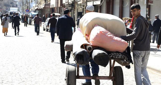 Sur'un 1 mahallesinde yasak kalktı, vatandaşlar bölgeye akın etti