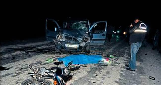 Motosikletli gençler kaza kurbanı oldu