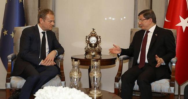 Başbakan Davutoğlu: Mültecileri insani bir sorun olarak değerlendiriyoruz