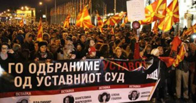 Makedonya'da Anayasa Mahkemesi protesto edildi