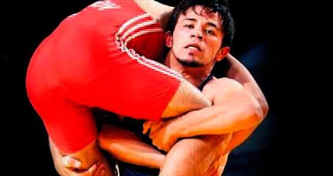 Şampiyon güreşçi kazada can verdi