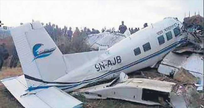 Paraşütçüleri taşıyan uçak düştü: 22 ölü