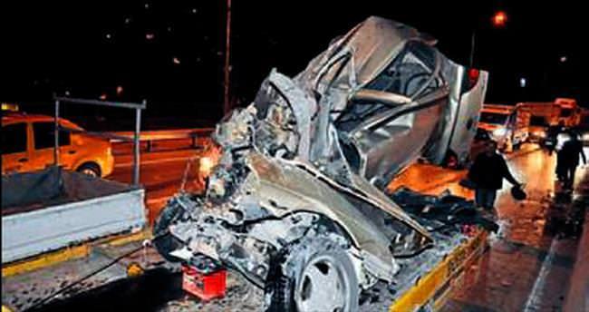 Araç hurda oldu sürücü kurtuldu