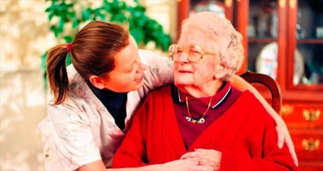 Yaşlı bakımında öncelik sevgide