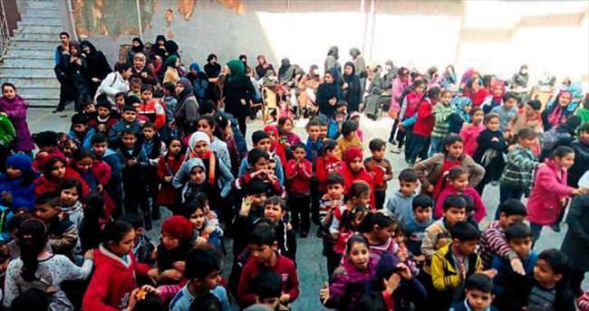 Hamza Dağ Suriyeli çocuklara Çanakkale Destanı'nı anlattı