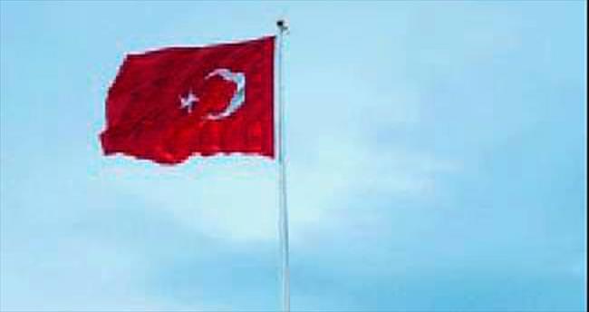 Körfez'in en büyük bayrağı dalgalandı