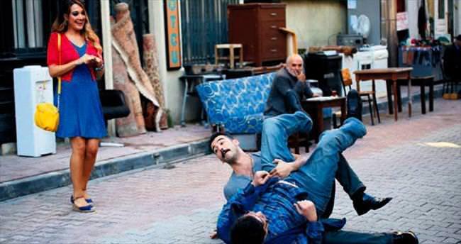 Sokak ortasında dövüştüler