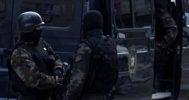 İzmir'de bir evde uzun namlulu silah ve patlayıcı bulundu