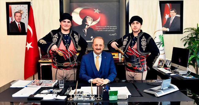 Şampiyon ekipten Akgül'e kupalı ziyaret