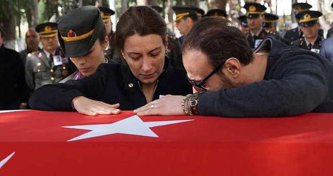 Emekli albay eşini öldürüp intihar etti!