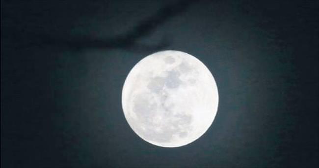 Ay eskiden farklı eksende dönüyordu