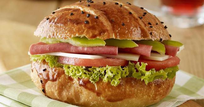 Renkli Sandviç Nasıl Yapılır?