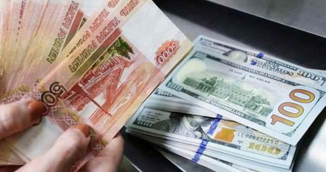 Rus rublesi baş aşağı gidiyor