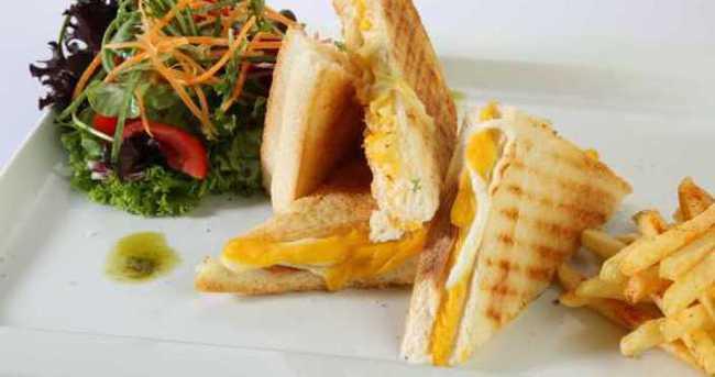Hellim Peynirli Sandviç Nasıl Yapılır?