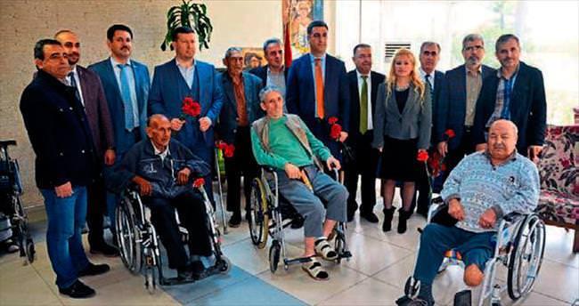 Müsiad izmir, yaşlılara saygı haftası'nı unutmadı