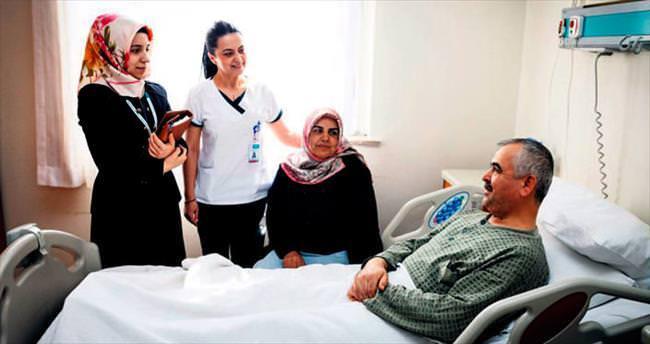 Hastalara güler yüzlü manevi destek