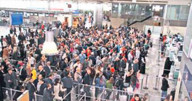 Polnet arızası havalimanında uzun kuyruğa neden oldu