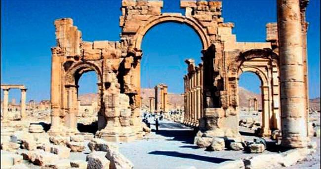 Palmira'ya DAEŞ kadar Esad da zarar verdi