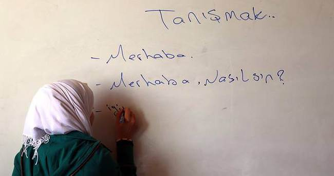 'Suriyeli 300 bin çocuğa Türkçe öğreteceğiz'