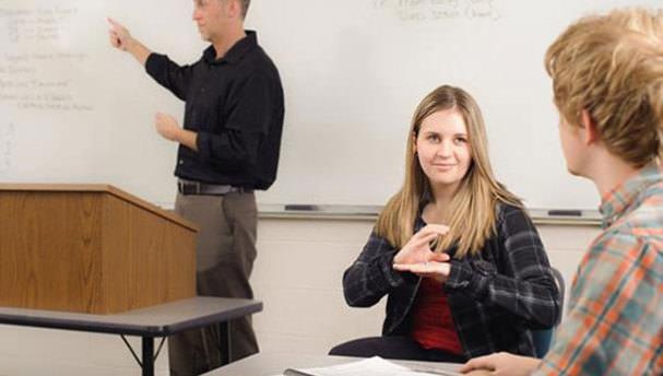 Ehliyet sınavı soruları işaret diline çevrilecek