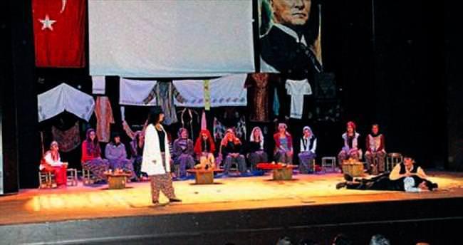 Kadınlar Tiyatrosu ayakta alkışlandı