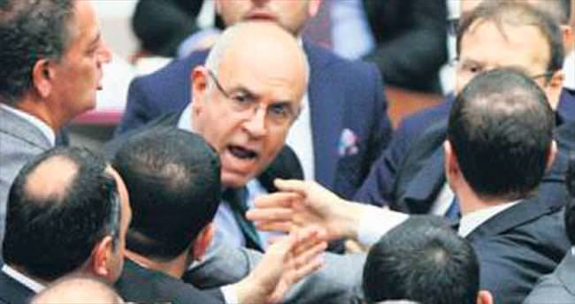 CHP Meclis'te 'tribün' şov yaptı