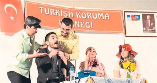 'Türkçem Eyvah' sahnelendi