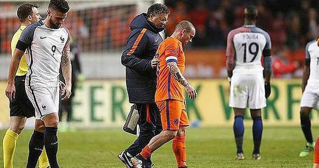 Sneijder'in tedavisi sürüyor