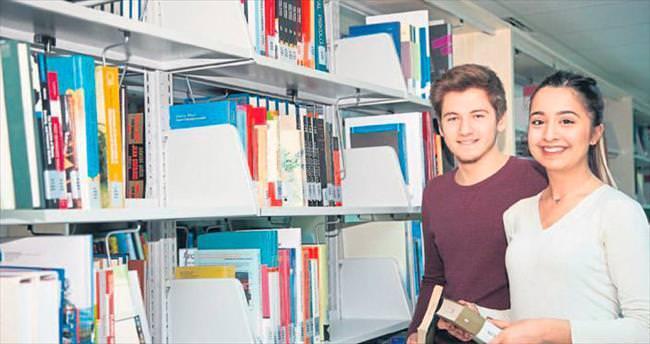 İKÇÜ Kütüphanesi'ne destek