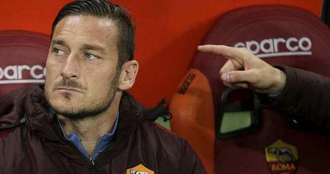Totti: 1 yıl bedava oynarım