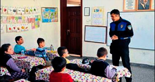 Polisten öğrencilere güvenlik eğitimi