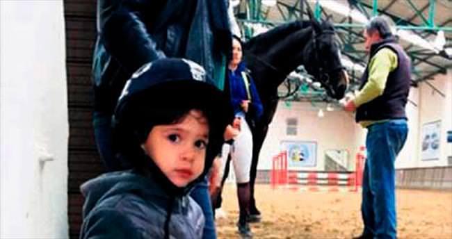 3 yaşındaki Gisella at meraklısı çıktı