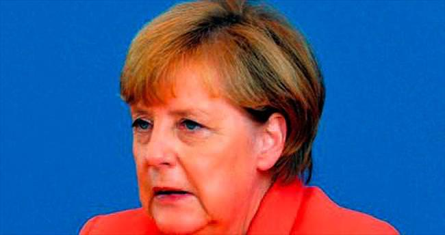 Merkel'den Erdoğan'a hakaretlere eleştiri