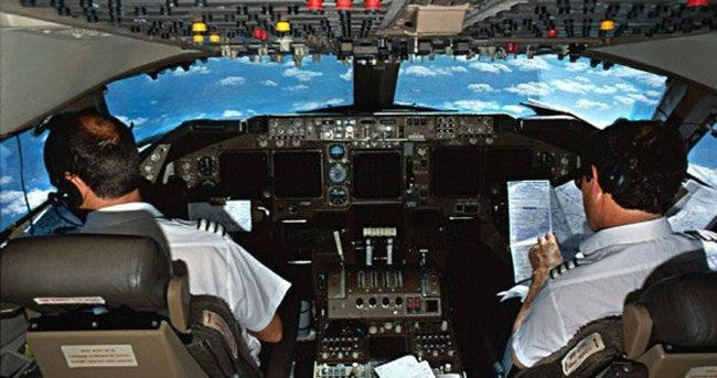 Herkes Türk pilotların peşinde!