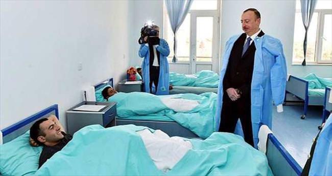 Aliyev, yaralıları ziyaret etti