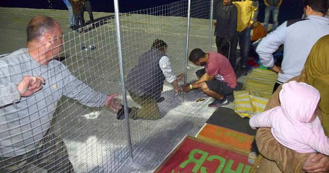Sakız Limanı'nda sığınmacılara tel örgülü önlem