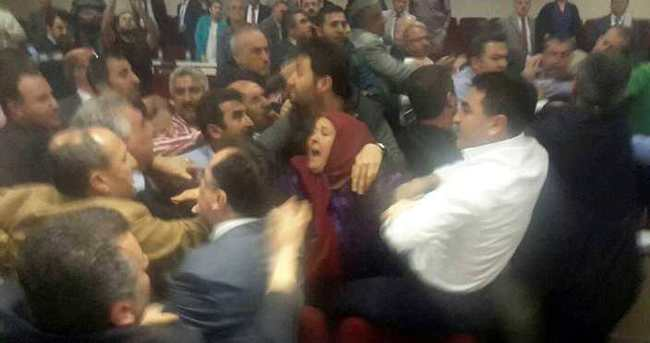 CHP'li meclis üyeleri AK Partililere saldırdı