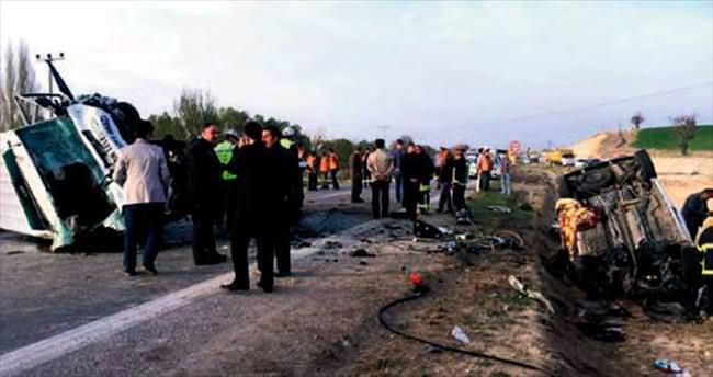 Katliam gibi kaza: 4 ölü