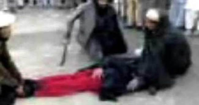 İran'da köpeği vahşice öldüren kişiye kırbaç cezası